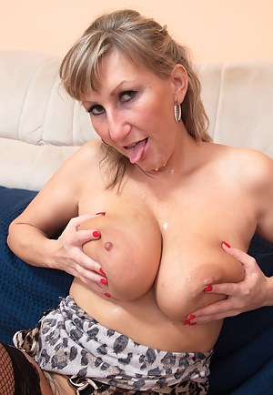 Hot Busty Moms Porn Pictures