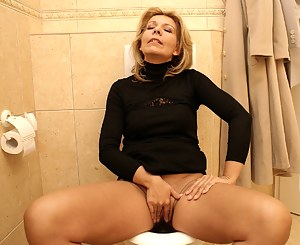 Hot Moms Toilet Porn Pictures