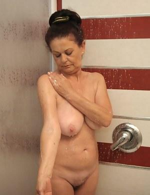 Hot Wet Moms Porn Pictures