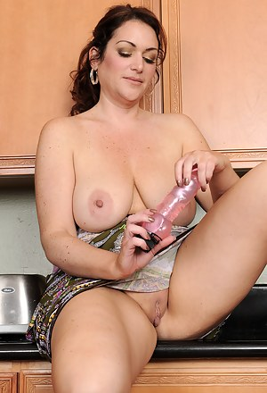 Hot Moms Housewife Porn Pictures