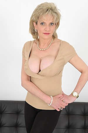 Hot Moms Porn Pictures