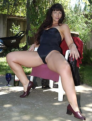 Hot Moms Outdoor Porn Pictures