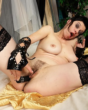 Hot Emo Moms Porn Pictures