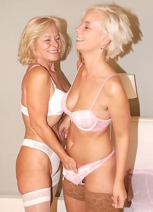 Hot Blonde Moms Porn Pictures