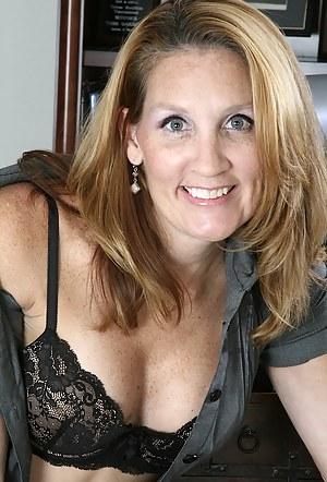 Hot Moms Bra Porn Pictures