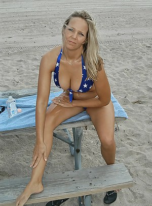 Hot Moms Beach Porn Pictures