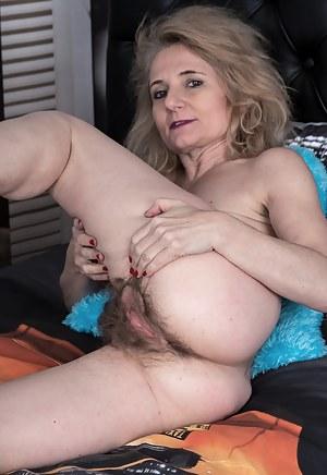 Hot Petite Moms Porn Pictures