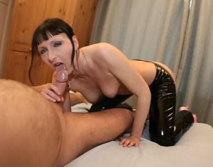Hot Moms Blowjob Porn Pictures