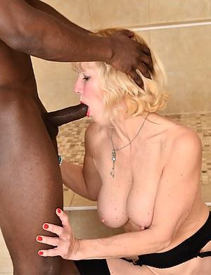 Hot Moms Interracial Porn Pictures