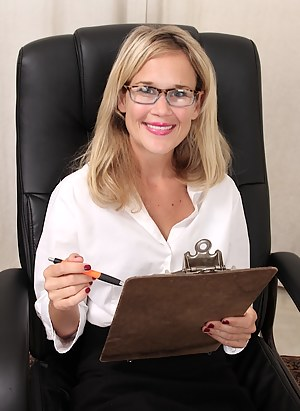 Hot Moms Office Porn Pictures