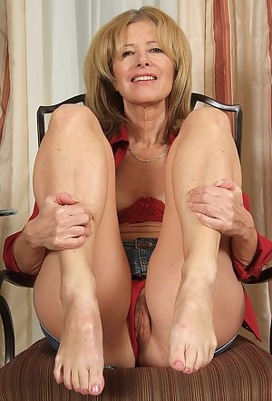 Hot Moms Legs Porn Pictures