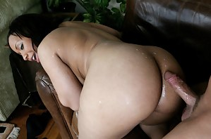 Hot Cum on Moms Ass Porn Pictures