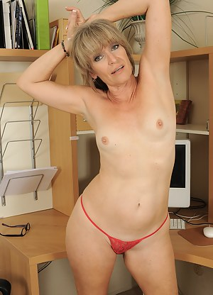 Hot Moms Thong Porn Pictures