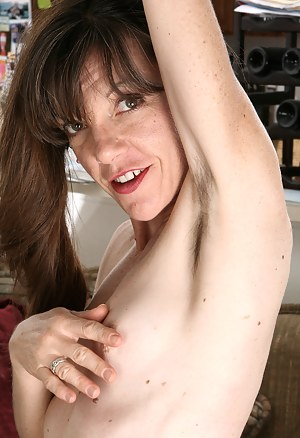 Hot Hairy Moms Porn Pictures