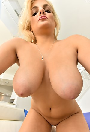 Hot Moms Nipples Porn Pictures