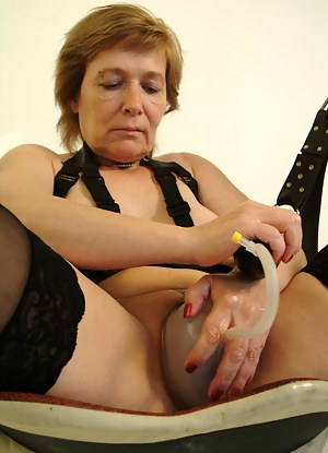 Hot Moms Sex Toys Porn Pictures