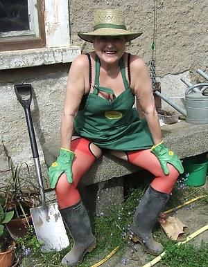 Hot Moms Farm Porn Pictures