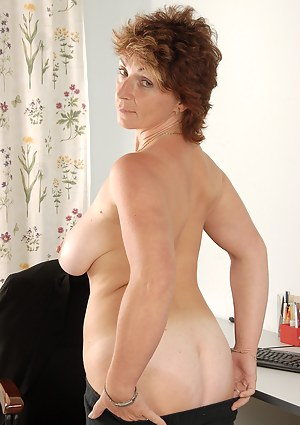 Hot Short Hair Moms Porn Pictures