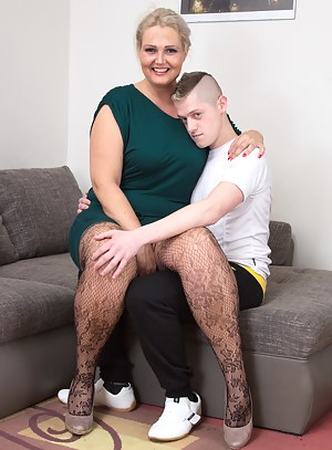 Hot Mom and Boy Porn Pictures