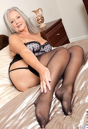 Hot Moms Bedroom Porn Pictures